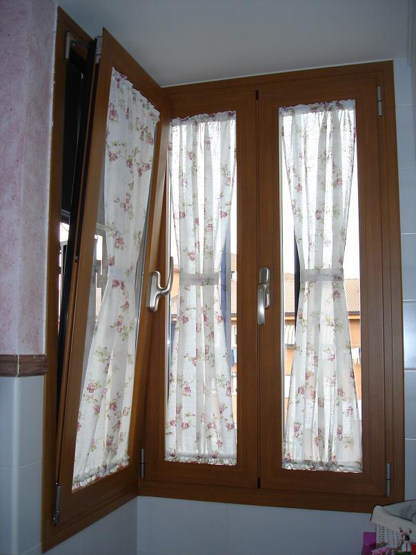 Ventana abatible con lateral en aluminio lacado for Colores ventanas aluminio lacado
