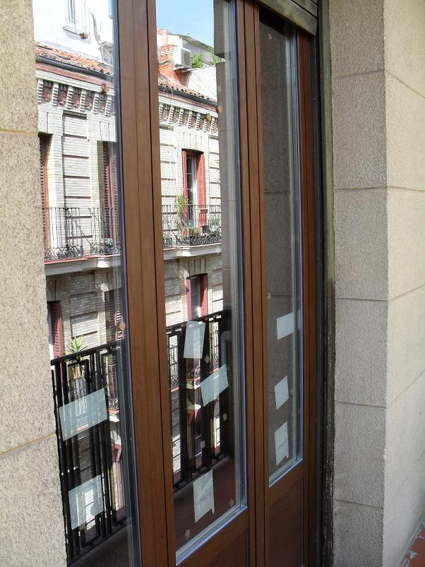 Puerta exterior para balc n en aluminio lacado aluminios for Puerta balcon pvc