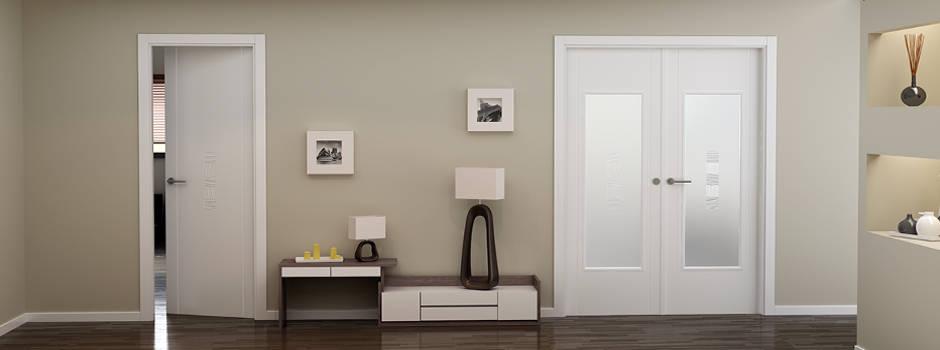 Puerta blanca de interior con vidrio rayas ciega for Puertas para casa interior